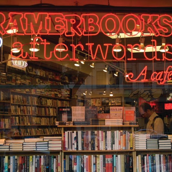 Photo prise au Kramerbooks & Afterwords Cafe par Kramerbooks & Afterwords Cafe le12/20/2013
