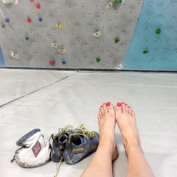 Foto tomada en Sender One Climbing, Yoga and Fitness por Alia R. el 5/14/2015