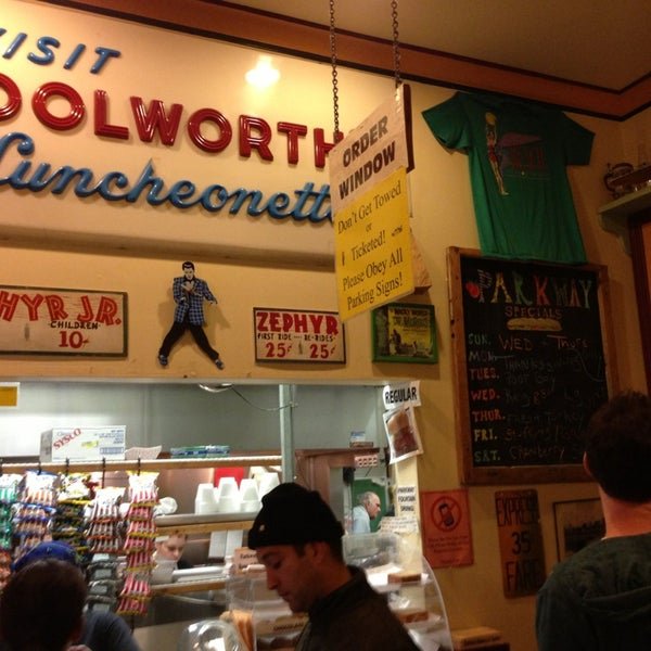 12/28/2012にAaron S.がParkway Bakery & Tavernで撮った写真