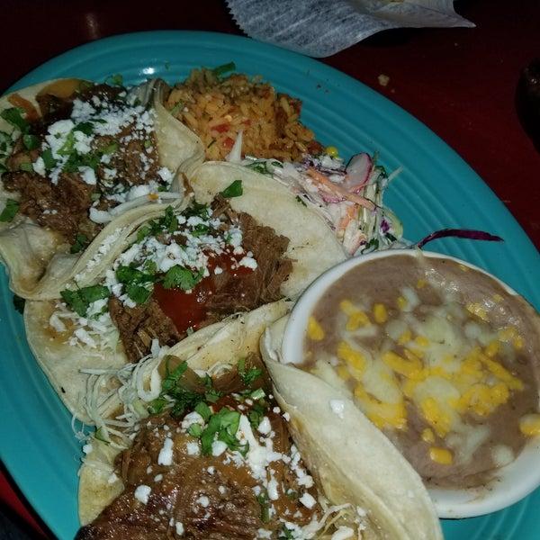 Foto scattata a Paco's Tacos & Tequila da Jimmy S. il 3/31/2018