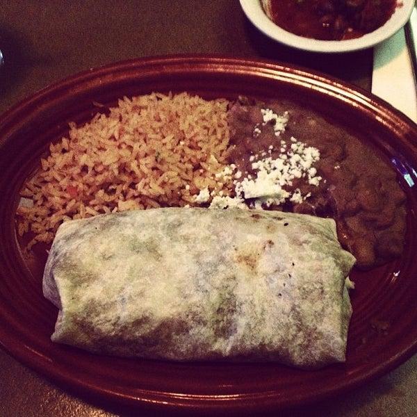 รูปภาพถ่ายที่ Cafe Coyote โดย Josh O. เมื่อ 11/25/2012
