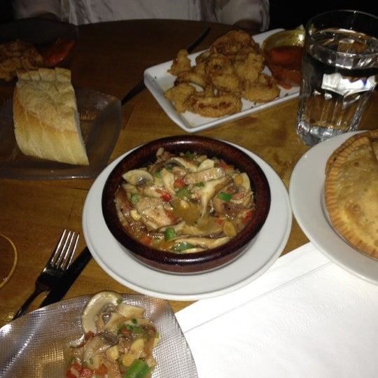 รูปภาพถ่ายที่ Las Ramblas Bar de Tapas โดย Erinn C. เมื่อ 3/23/2013
