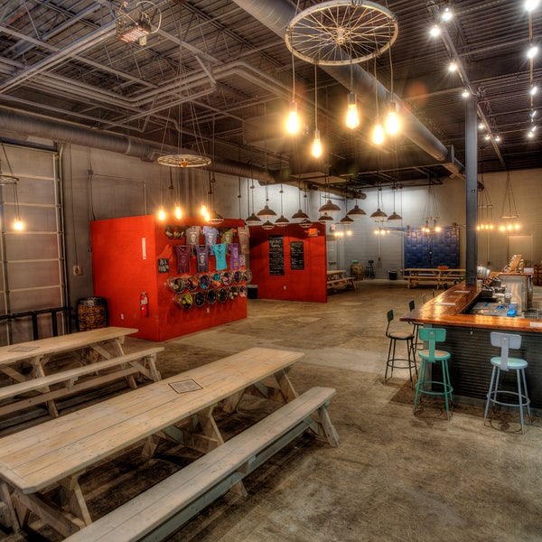 Foto scattata a Night Shift Brewing, Inc. da Night Shift Brewing, Inc. il 6/25/2015
