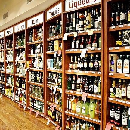 Foto tirada no(a) Astor Wines & Spirits por Astor Wines & Spirits em 2/7/2014