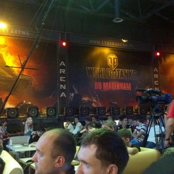 6/8/2013 tarihinde Николай П.ziyaretçi tarafından Киберcпорт Арена'de çekilen fotoğraf