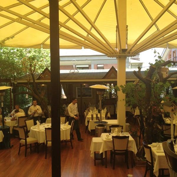 Foto tomada en Trilye Restaurant por Ali el 5/21/2013