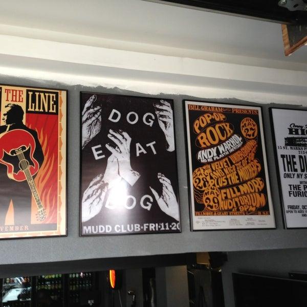 Foto diambil di Velvet36 Rock'n Roll Bar oleh Allysson Falcon pada 7/27/2013