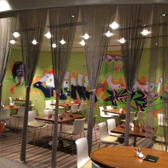 Foto diambil di The Corner Office Restaurant & Martini Bar oleh Camilla C. pada 12/4/2012