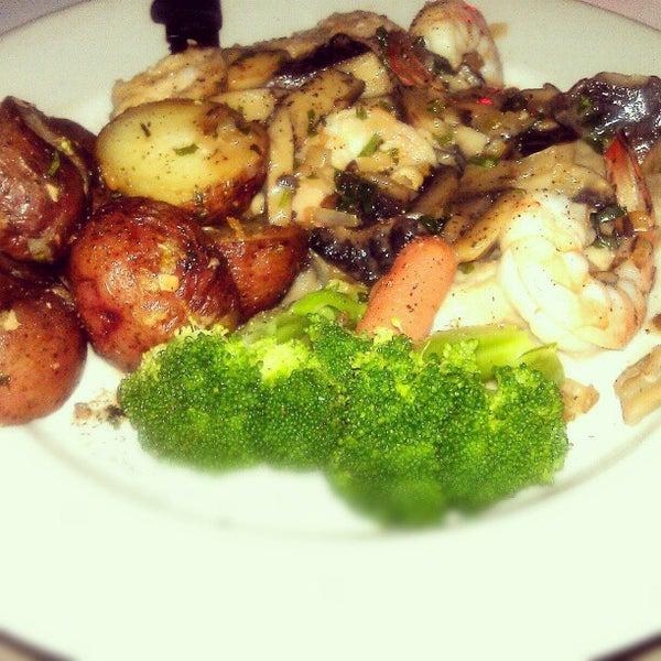 Das Foto wurde bei Lasagna Restaurant von Nana B. am 10/26/2012 aufgenommen