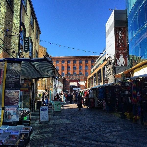 Foto tirada no(a) Camden Stables Market por Alexandre S. em 3/16/2014