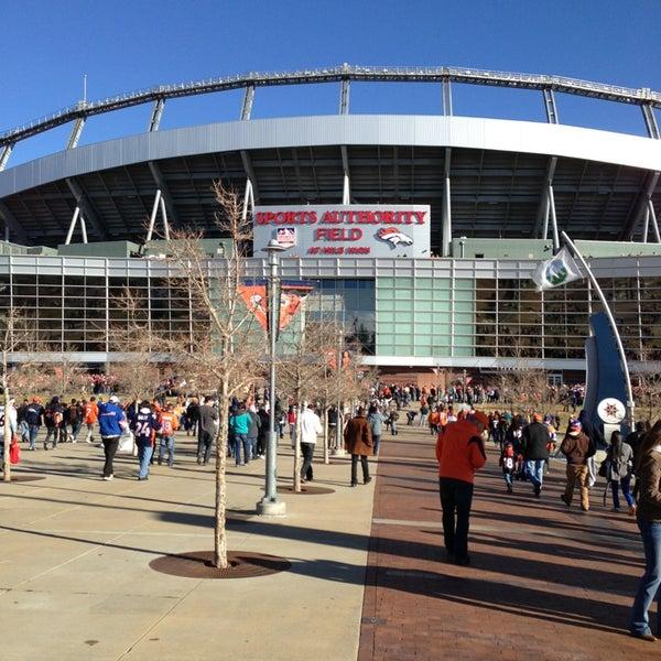 Foto diambil di Broncos Stadium at Mile High oleh Michael P. pada 12/23/2012