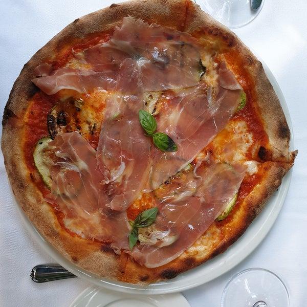 Das Foto wurde bei Il Vicino Pizzeria von Hasan Can K. am 11/24/2019 aufgenommen
