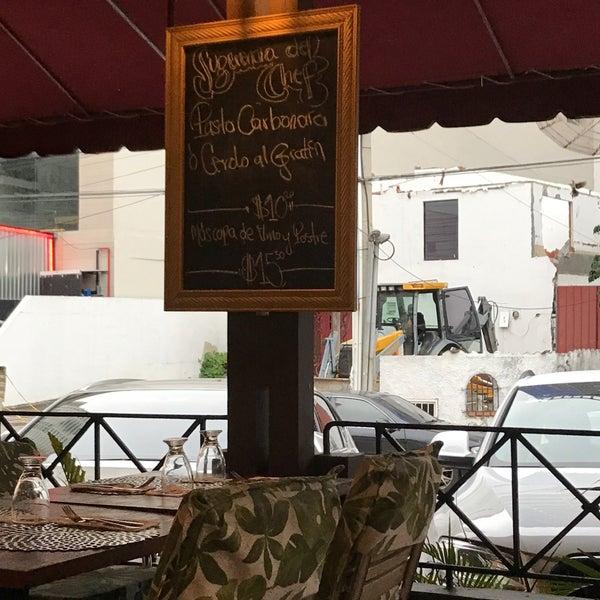 Foto diambil di Petit Paris oleh Eduardo L. pada 7/10/2017