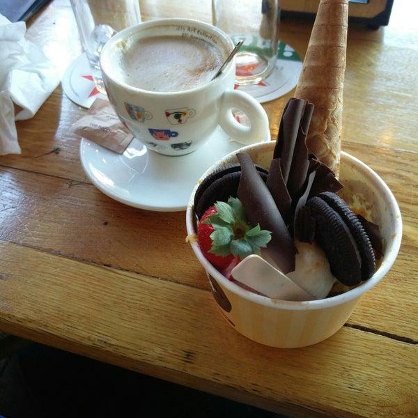 Foto diambil di Café Bolle oleh Christiaan K. pada 9/20/2019