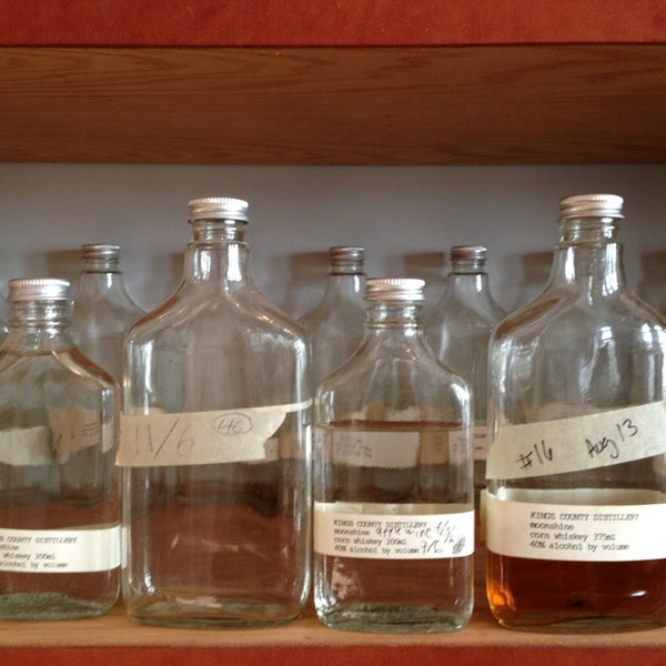 Foto scattata a Kings County Distillery da Melissa R. il 1/19/2013