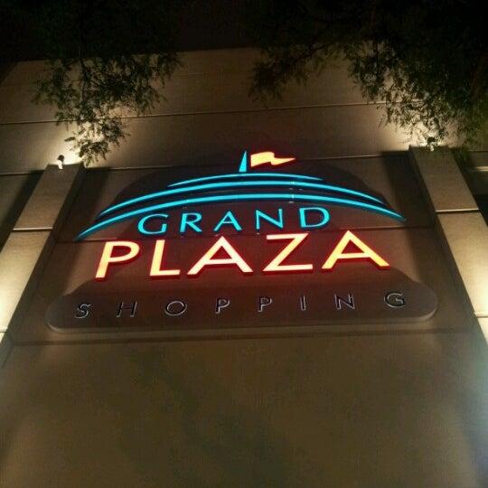 Das Foto wurde bei Grand Plaza Shopping von Ronaldo A. am 10/25/2012 aufgenommen