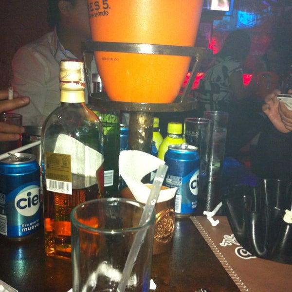 Foto diambil di College Bar oleh Davinia pada 1/1/2013