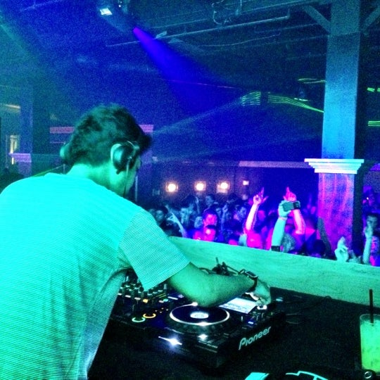Das Foto wurde bei Foundation Nightclub von Trevor am 11/22/2012 aufgenommen