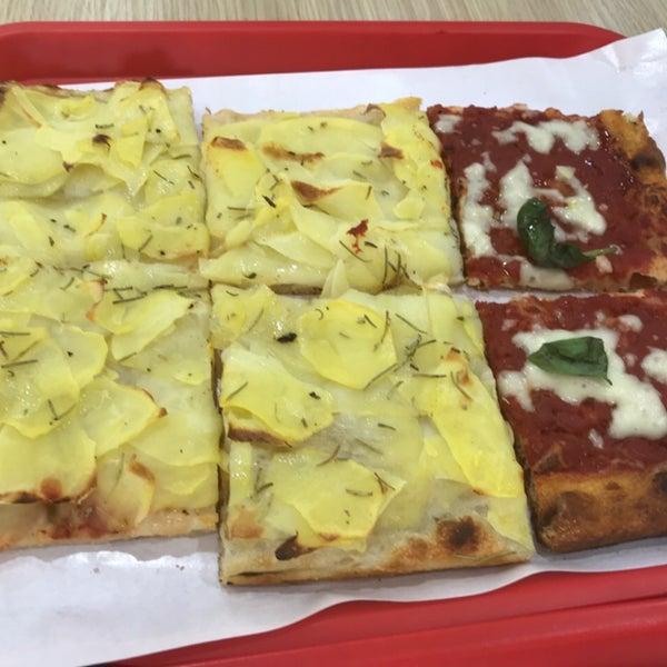 Foto scattata a Mamma Mia Pizza & FastGood da Stefan C. il 4/20/2019
