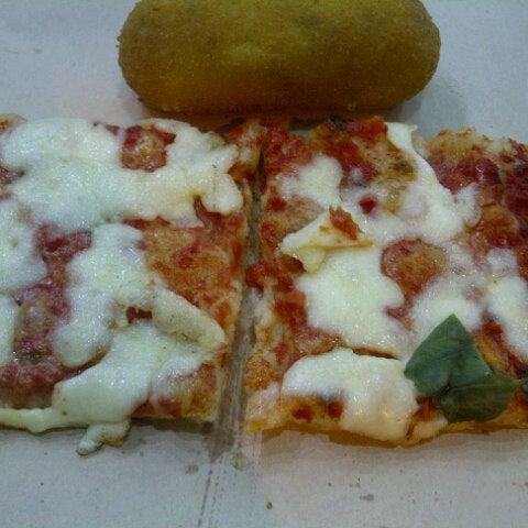 Foto tirada no(a) Mamma Mia Pizza & FastGood por Štefan C. em 7/20/2013
