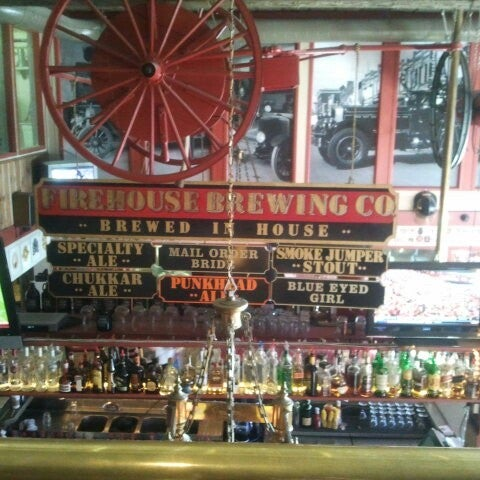 รูปภาพถ่ายที่ Firehouse Brewing Company โดย Eva G. เมื่อ 10/27/2012