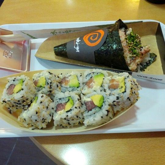 Foto tomada en Temaki-ya por Jesus Z. el 9/27/2012