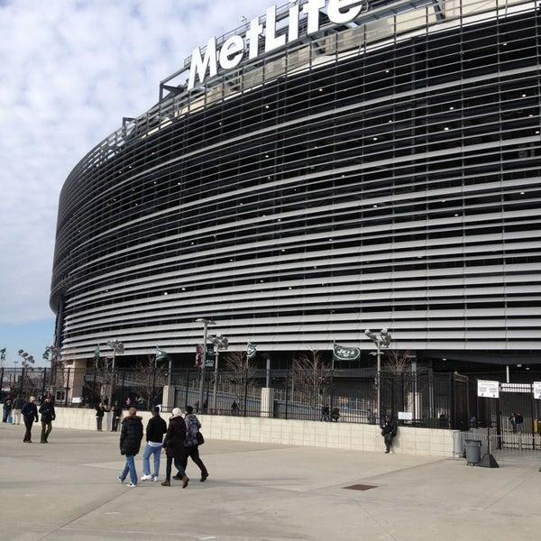 รูปภาพถ่ายที่ MetLife Stadium โดย James S. เมื่อ 12/23/2012