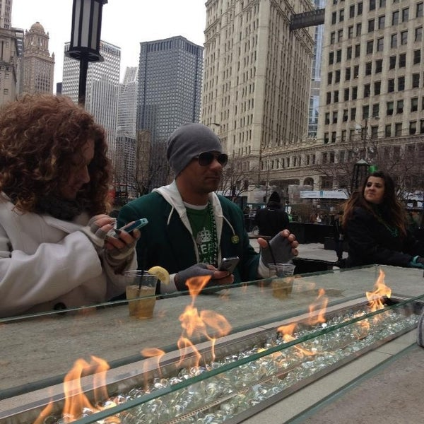 Great place to grab a drink, enjoy Michigan Ave people watching with a fabulous fire to warm your fingers