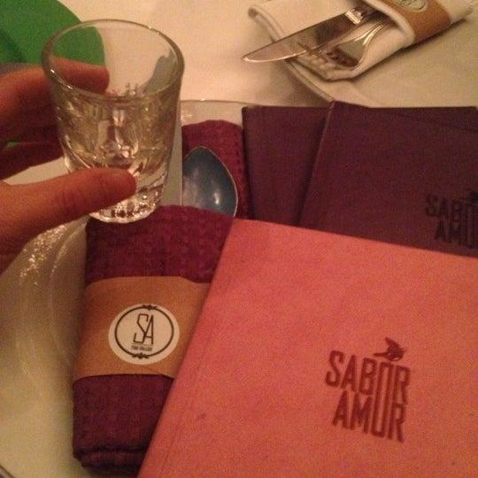 Das Foto wurde bei Sabor Amor von Angie am 12/8/2012 aufgenommen
