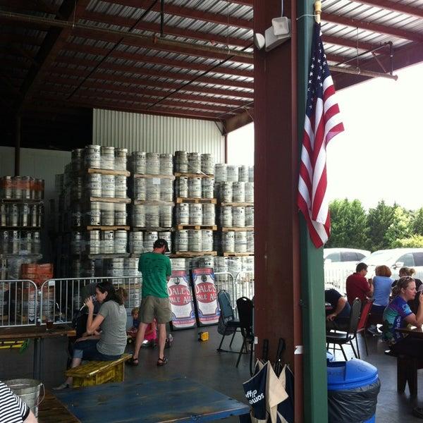 7/6/2013 tarihinde Bethumsziyaretçi tarafından Oskar Blues Brewery'de çekilen fotoğraf