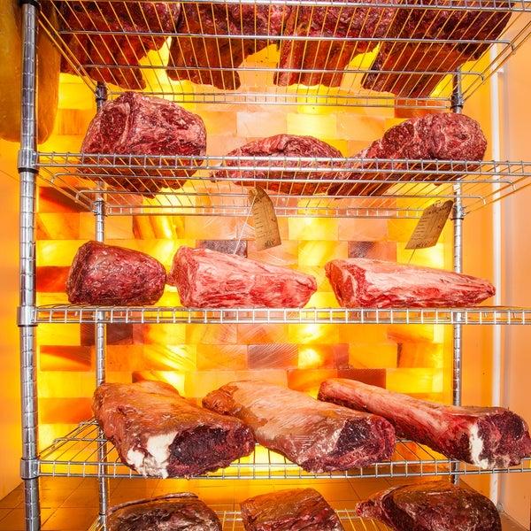 Das Foto wurde bei Blue - Butcher & Meat Specialist von Blue Butcher am 8/13/2013 aufgenommen