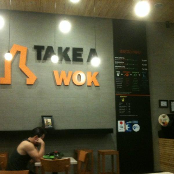 Foto scattata a Take a Wok da Stefanya il 4/14/2013