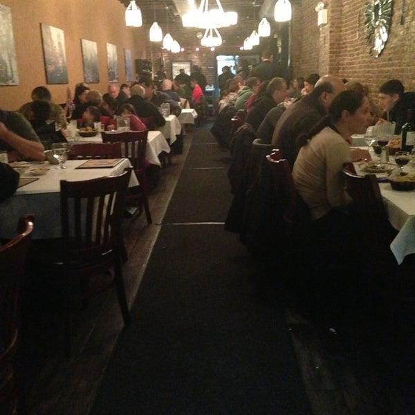 Das Foto wurde bei Taci's Beyti Restaurant von Esra am 12/26/2012 aufgenommen