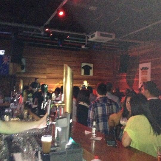 Foto tomada en Ozzie Pub por Vanessa D. el 11/18/2012