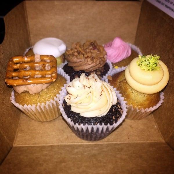 รูปภาพถ่ายที่ Prohibition Bakery โดย Ray เมื่อ 11/5/2014