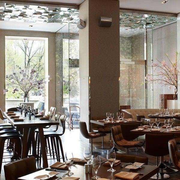 Снимок сделан в SOUTHGATE Bar & Restaurant пользователем SOUTHGATE Bar & Restaurant 2/14/2014