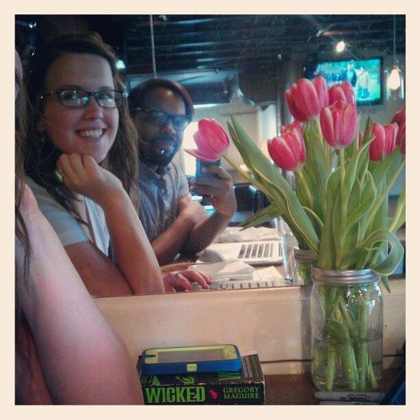 4/14/2013にjulian t.がTRU Deli & Wineで撮った写真