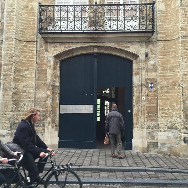 รูปภาพถ่ายที่ Design Museum Gent โดย Julia T. เมื่อ 3/25/2015