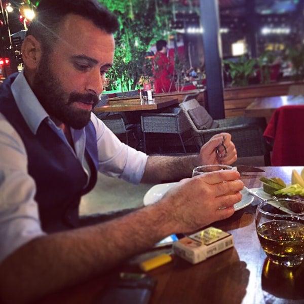 Das Foto wurde bei Cafe Locale İstanbul von muhammet z. am 3/26/2015 aufgenommen