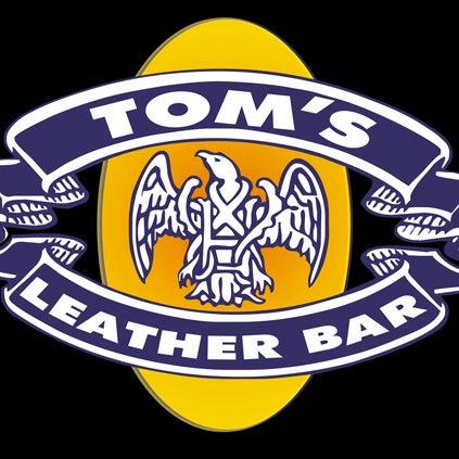 Das Foto wurde bei TOM'S Leather Bar von TOM'S Leather Bar am 10/28/2013 aufgenommen