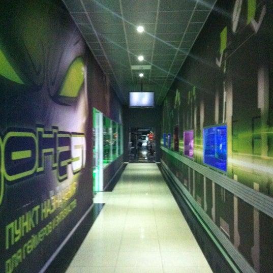 10/2/2012 tarihinde Сашаziyaretçi tarafından Киберcпорт Арена'de çekilen fotoğraf