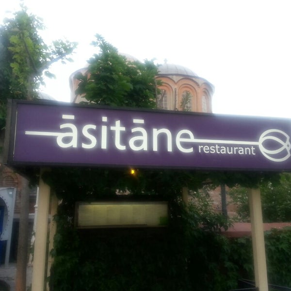 Foto diambil di Asitane Restaurant oleh Hülya pada 5/27/2013