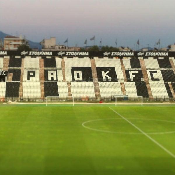 รูปภาพถ่ายที่ Toumba Stadium โดย Όμηρος Κ. เมื่อ 6/28/2013