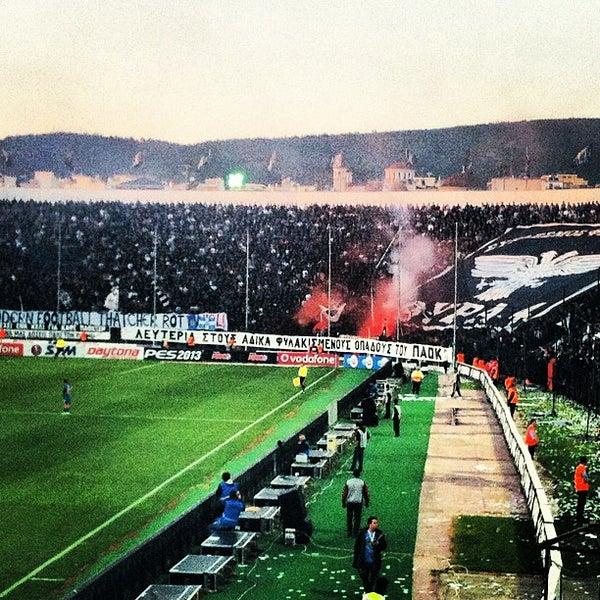รูปภาพถ่ายที่ Toumba Stadium โดย Όμηρος Κ. เมื่อ 4/17/2013