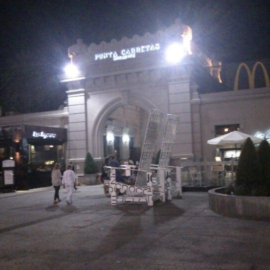 Foto tirada no(a) Punta Carretas Shopping por Santiago D. em 1/21/2013