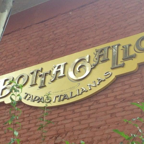 รูปภาพถ่ายที่ Bottega Bottagallo โดย RENATA M. เมื่อ 3/31/2013