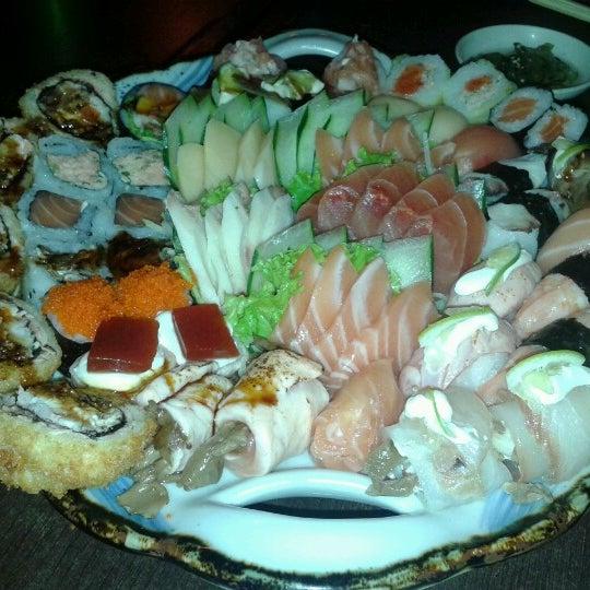 Foto tirada no(a) Kodai Sushi por Valquiria P. em 12/16/2012
