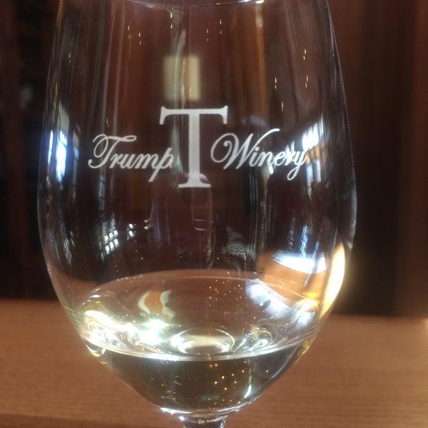 Photo prise au Trump Winery par Kat Rylee S. le3/21/2016