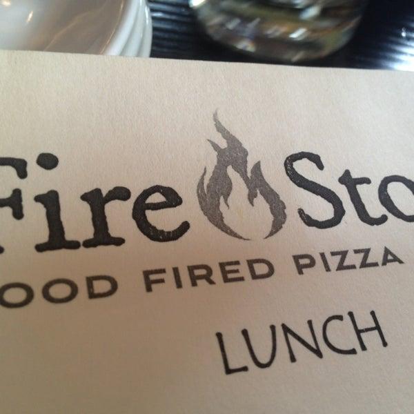 รูปภาพถ่ายที่ Fire Stone Wood Fired Pizza & Grill โดย Joe S. เมื่อ 1/5/2013