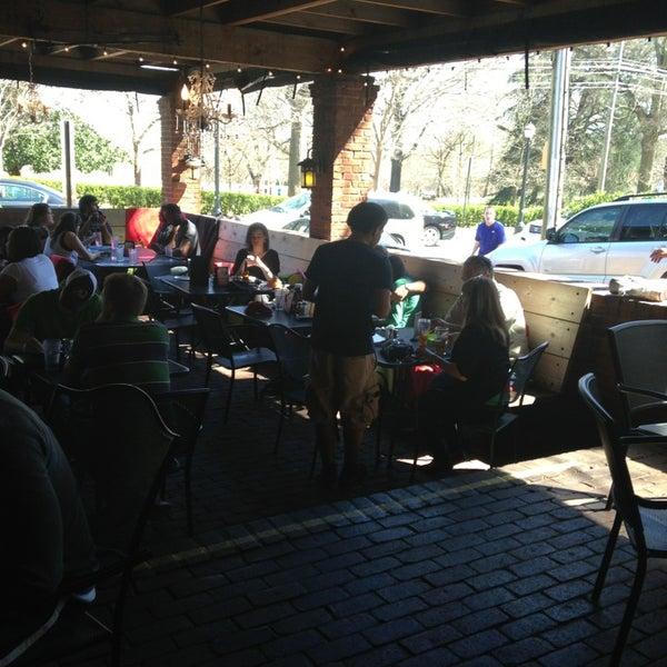 Das Foto wurde bei The Nook on Piedmont Park von Joe S. am 3/16/2013 aufgenommen